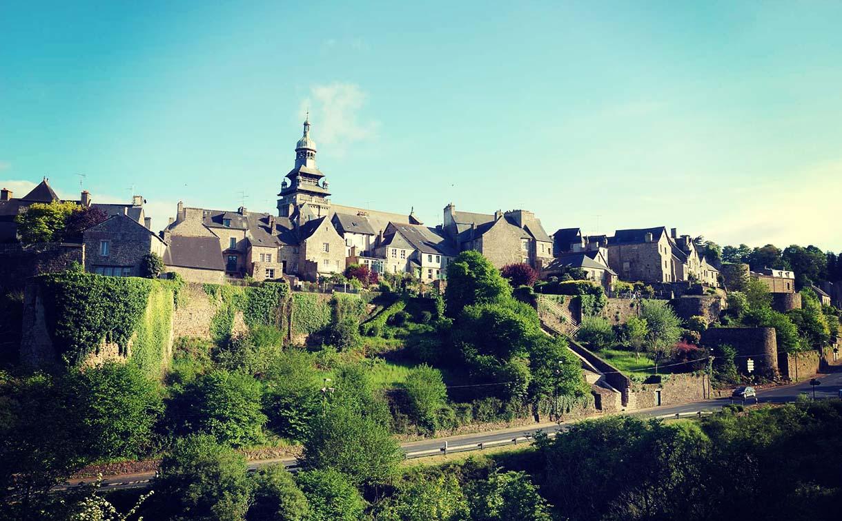 Tour de France Etape 8 Plus beaux villages de France Moncontour