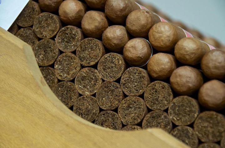 Le cigare fran ais petit poucet dans le monde du havane - Qui a invente le fil a couper le beurre ...